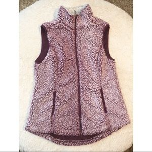 Green Tea Sherpa Vest Wine Purple size Medium
